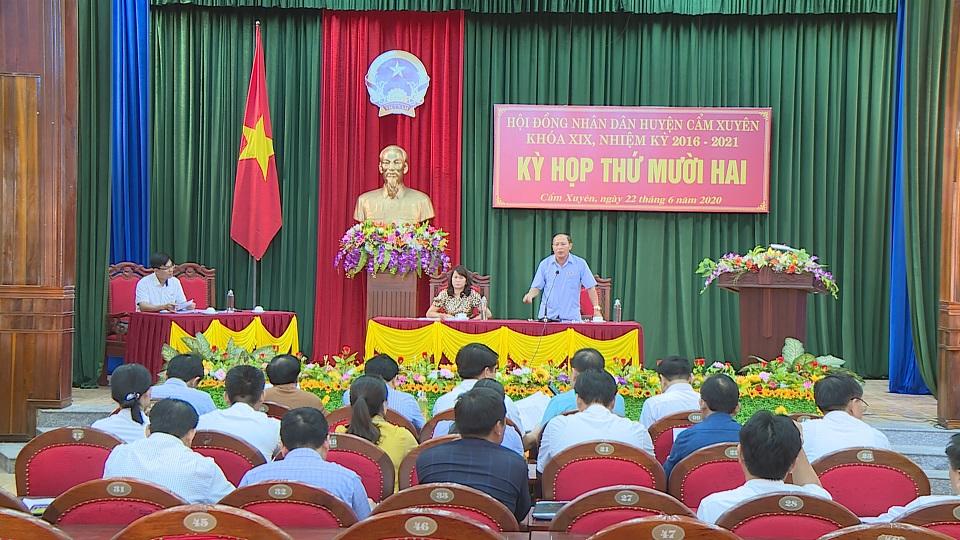 HĐND huyện Cẩm Xuyên đã tổ chức kỳ họp thứ 12 ( kỳ họp bất thường)  HĐND huyện khóa XIX nhiệm kỳ 2016 – 2021
