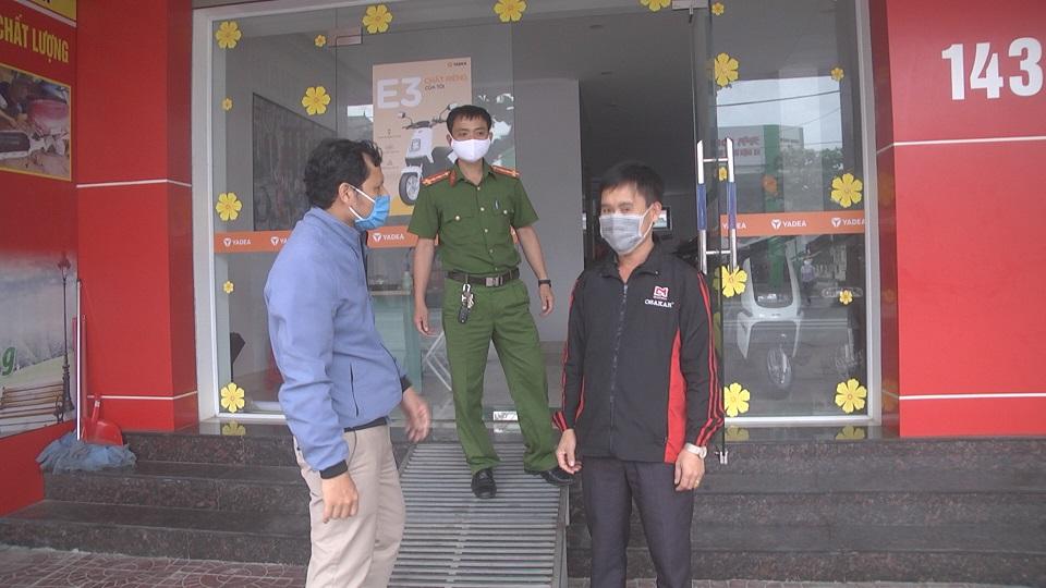 Kiểm tra xử lý các cửa hàng, dịch vụ không thiết yếu vi phạm chỉ đạo của thủ tướng Chính phủ