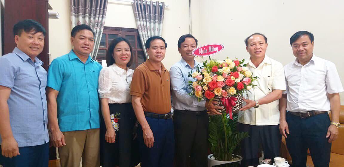 Lãnh đạo huyện chúc mừng Trung tâm văn hóa truyền thông nhân ngày báo chí cách mạng Việt Nam