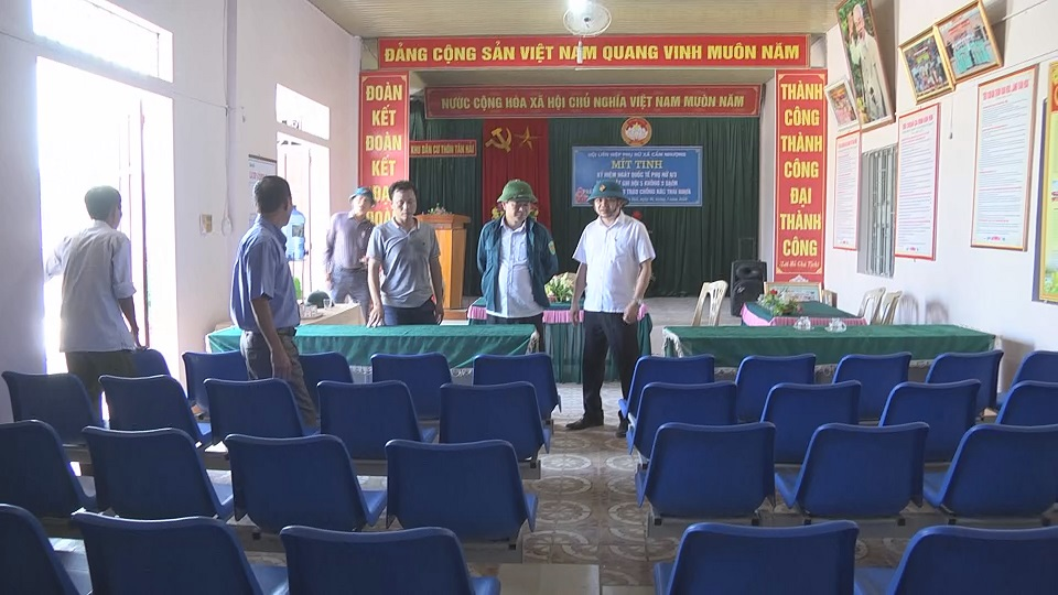 Kiểm tra, thẩm định NTM tại xã Cẩm Nhượng, huyện Cẩm Xuyên