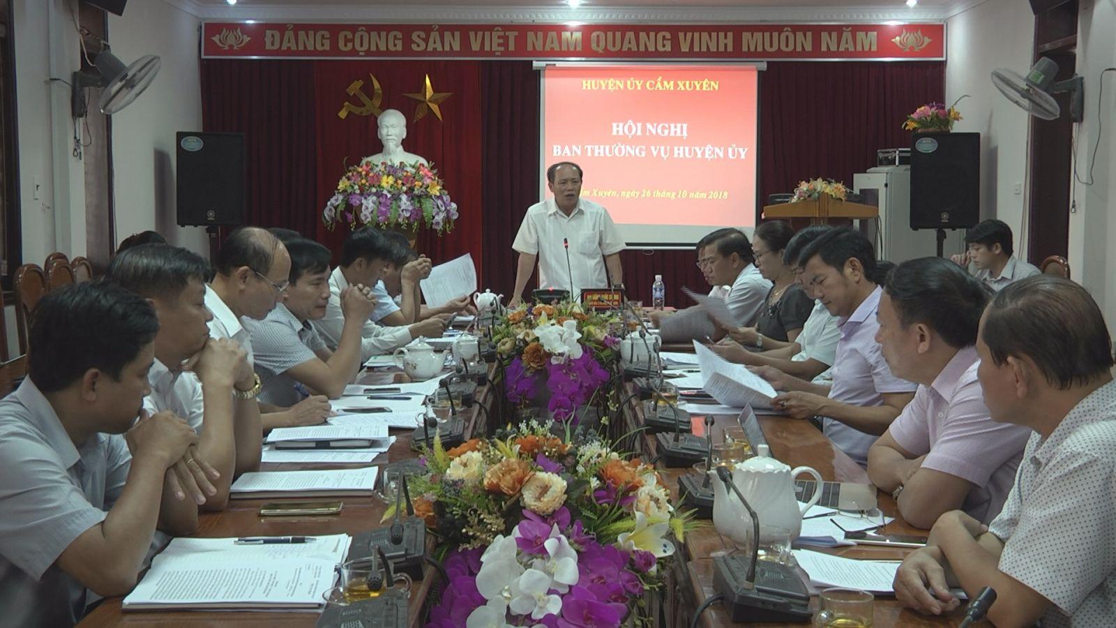 BTV huyện ủy họp đánh giá kết quả xây dựng NTM và bàn về các đề án sáp nhập một số cơ quan