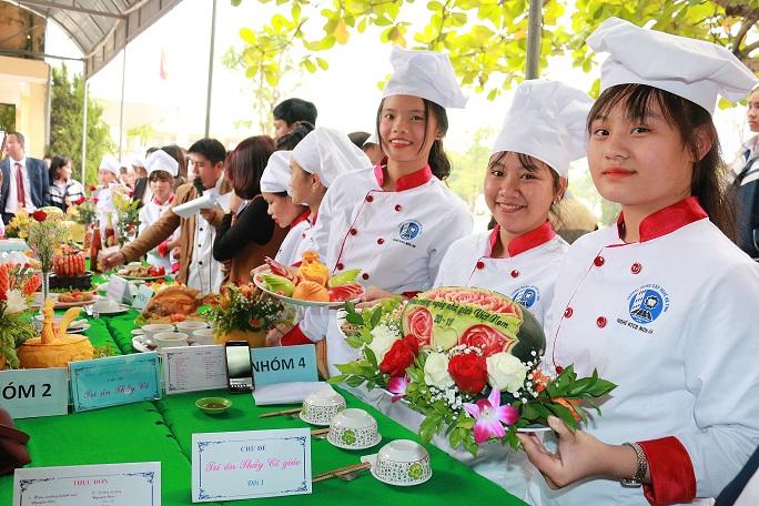 Trường THPT Cẩm Bình: Khai giảng đào tạo trung cấp nghề khóa 2017-2019 và thi chế biến các món ăn