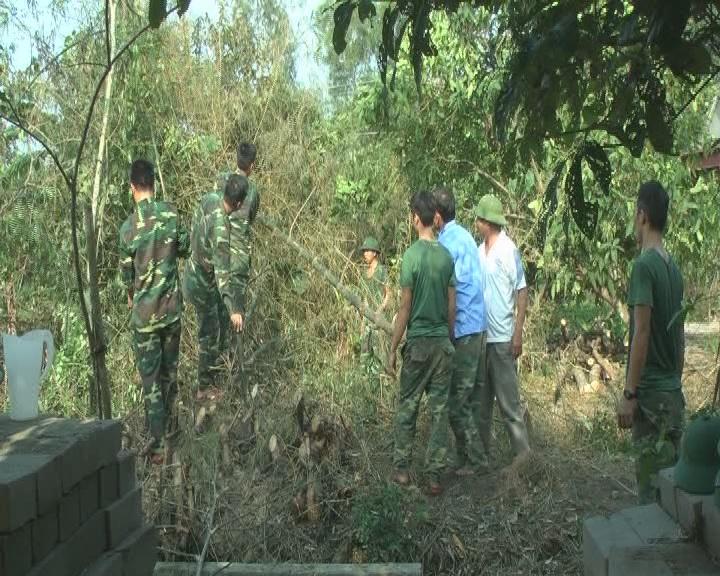 Trung đoàn 841 đã huy động 90 cán bộ, chiến sỹ giúp nhân dân xã Cẩm Huy phát quang mở rộng các tuyến đường GTNT theo tiêu chí NTM